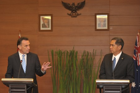 Australian and Indonesian Trade Ministers at a a press conference
