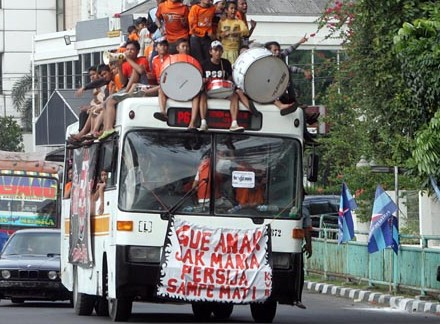 JakMania taking the bus