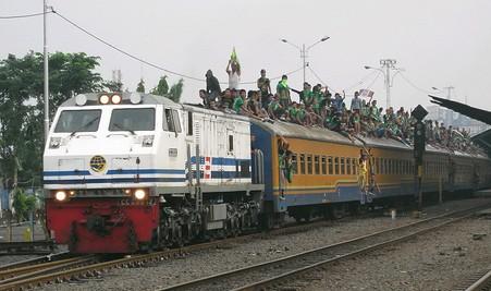 Bonek taking the train