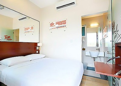 Tune Hotel Room
